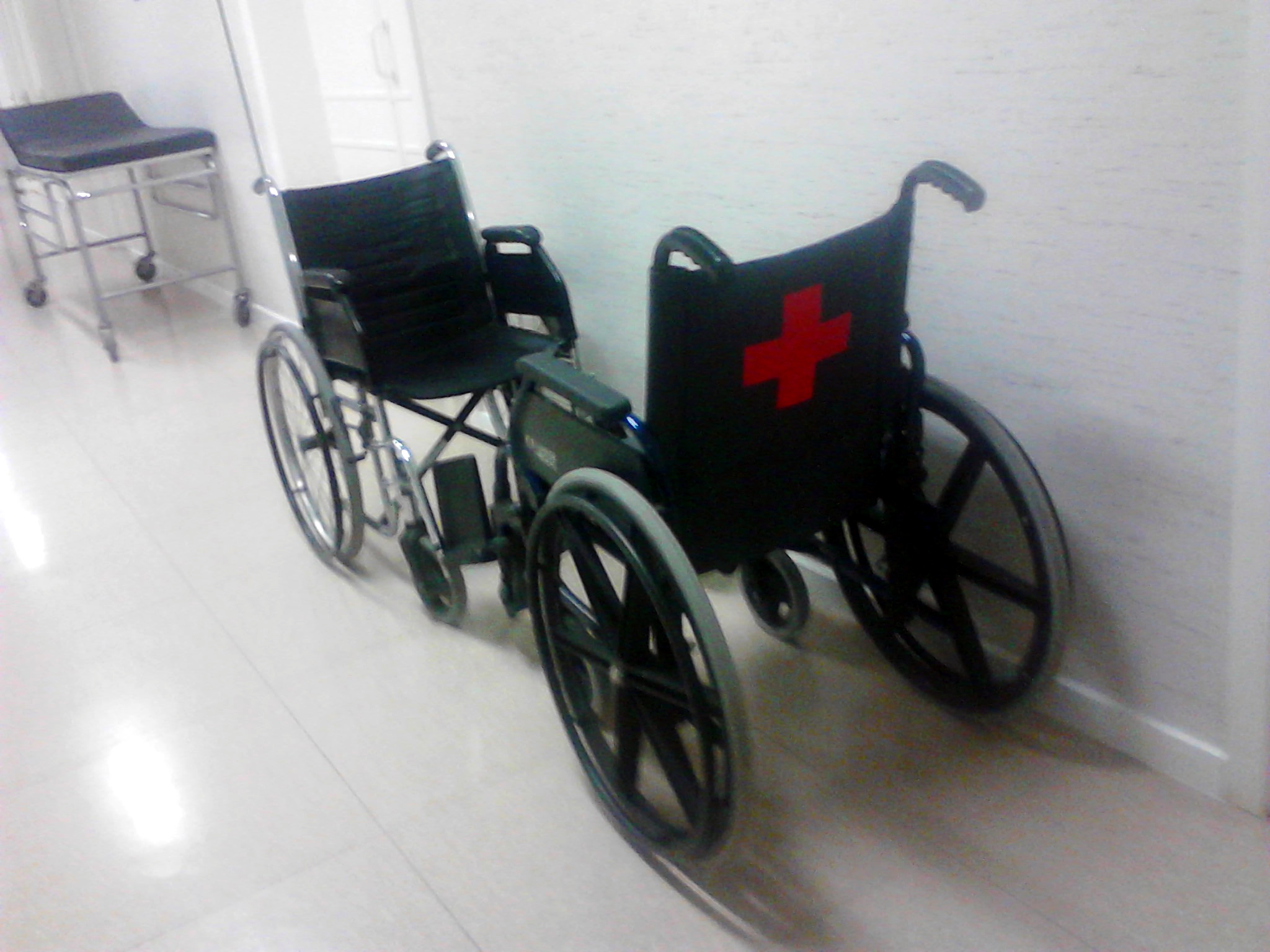 File hospital de la cruz roja c rdoba sillas de ruedas for Sillas para hospital