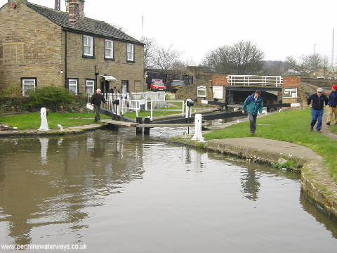Huddersfield Broad Canal - geograph.org.uk - 2231