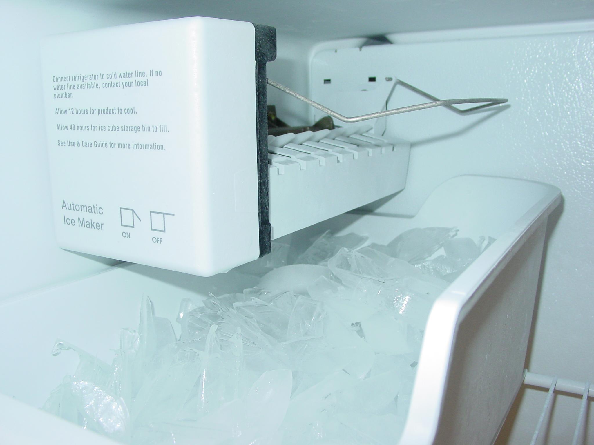 file ice maker 5880685531 jpg wikimedia commons. Black Bedroom Furniture Sets. Home Design Ideas