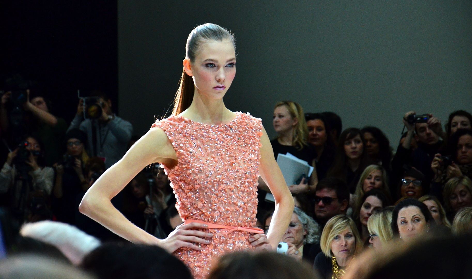 File karlie in peach paris haute couture spring summer for Haute couture wikipedia
