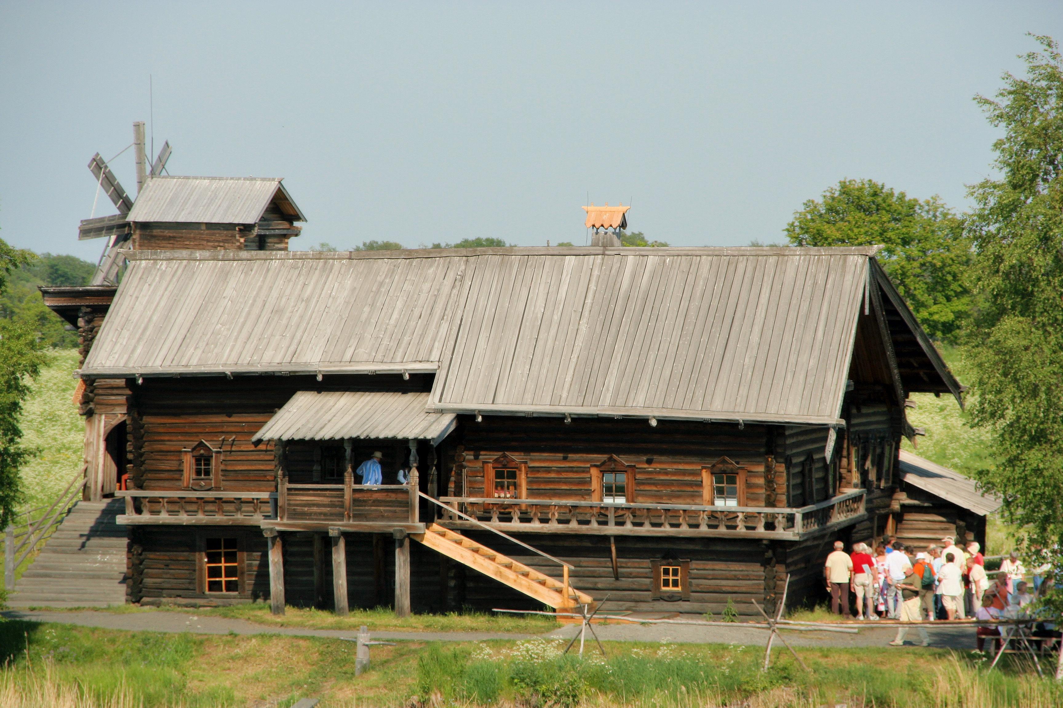 Kizhi farmhouse 01.jpg
