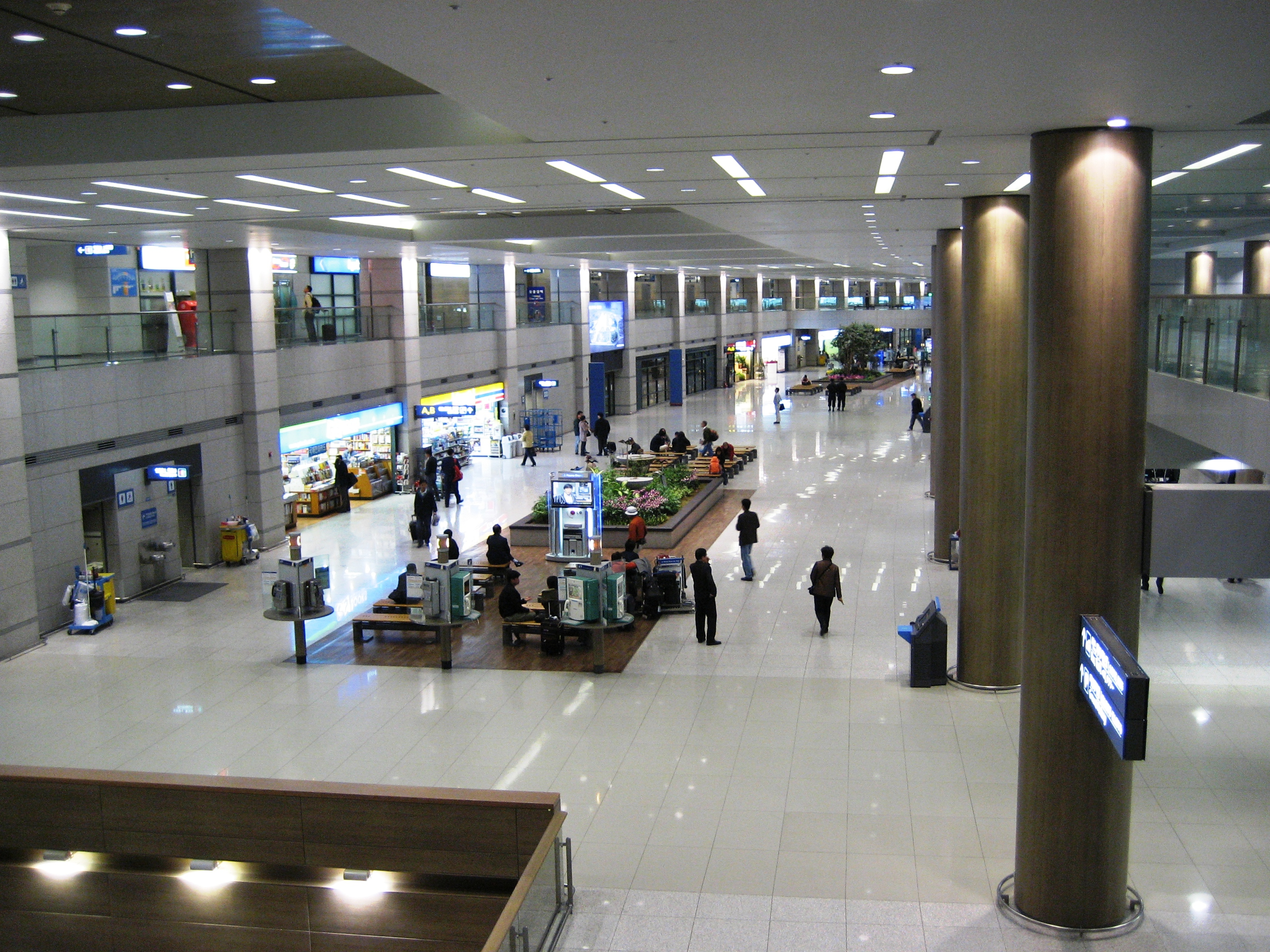 File Korea Incheon International Airport Arrival Lobby Overview Jpg Wikimedia Commons