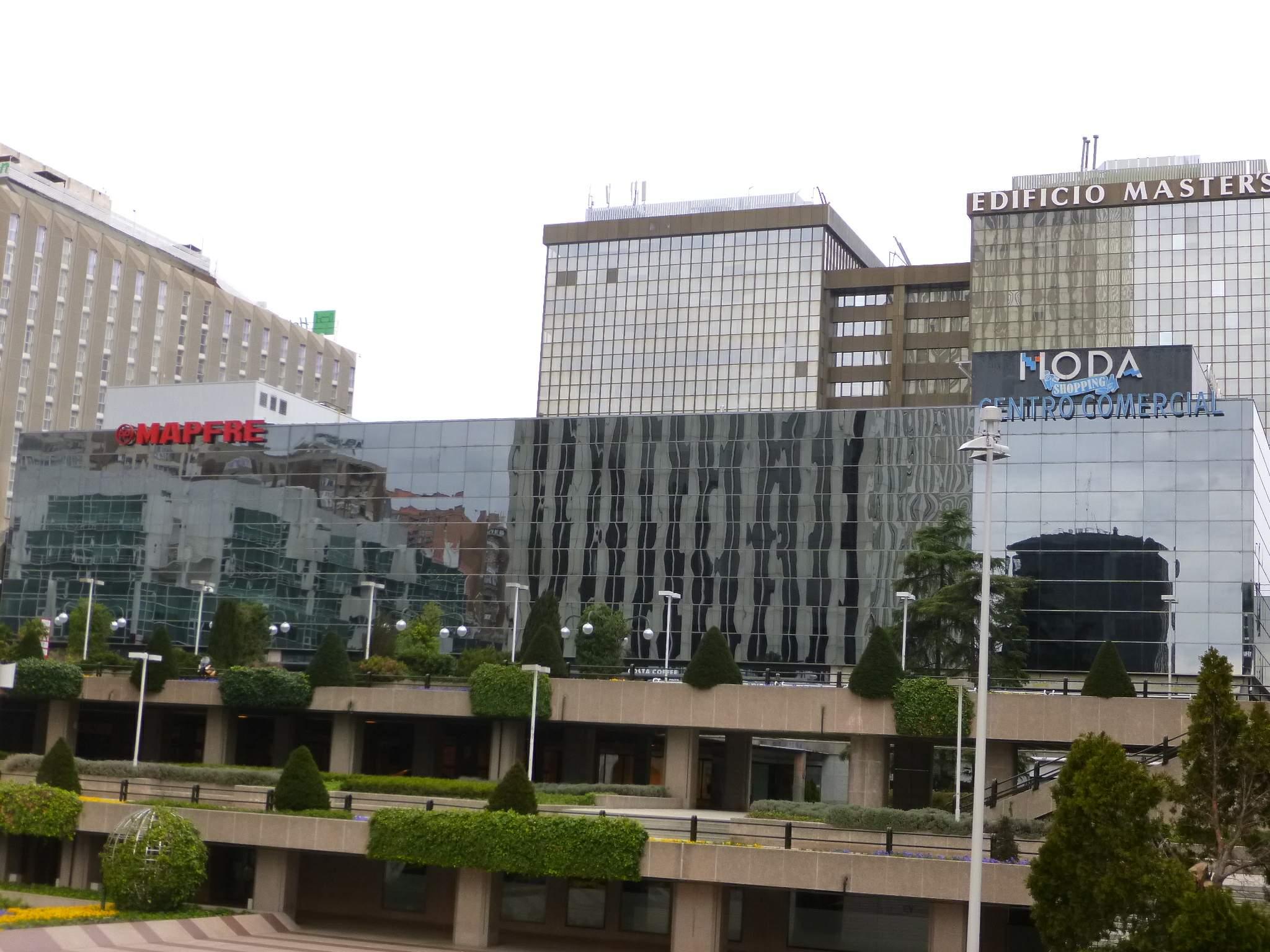 File madrid azca centro comercial moda shopping jpg for Centro comercial sol madrid