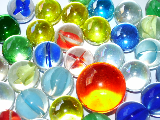 http://upload.wikimedia.org/wikipedia/commons/0/0f/Marbles_01.JPG