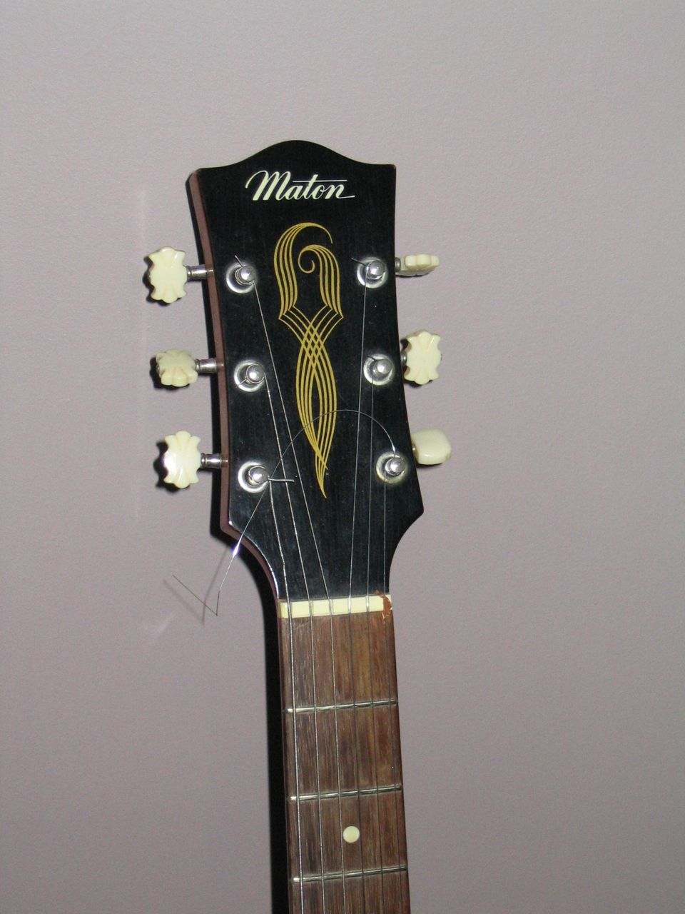file maton electric guitar 1960s wikimedia commons. Black Bedroom Furniture Sets. Home Design Ideas