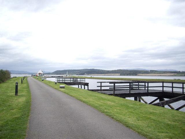 Mooring jetties by the Caledonian Canal - geograph.org.uk - 1544117
