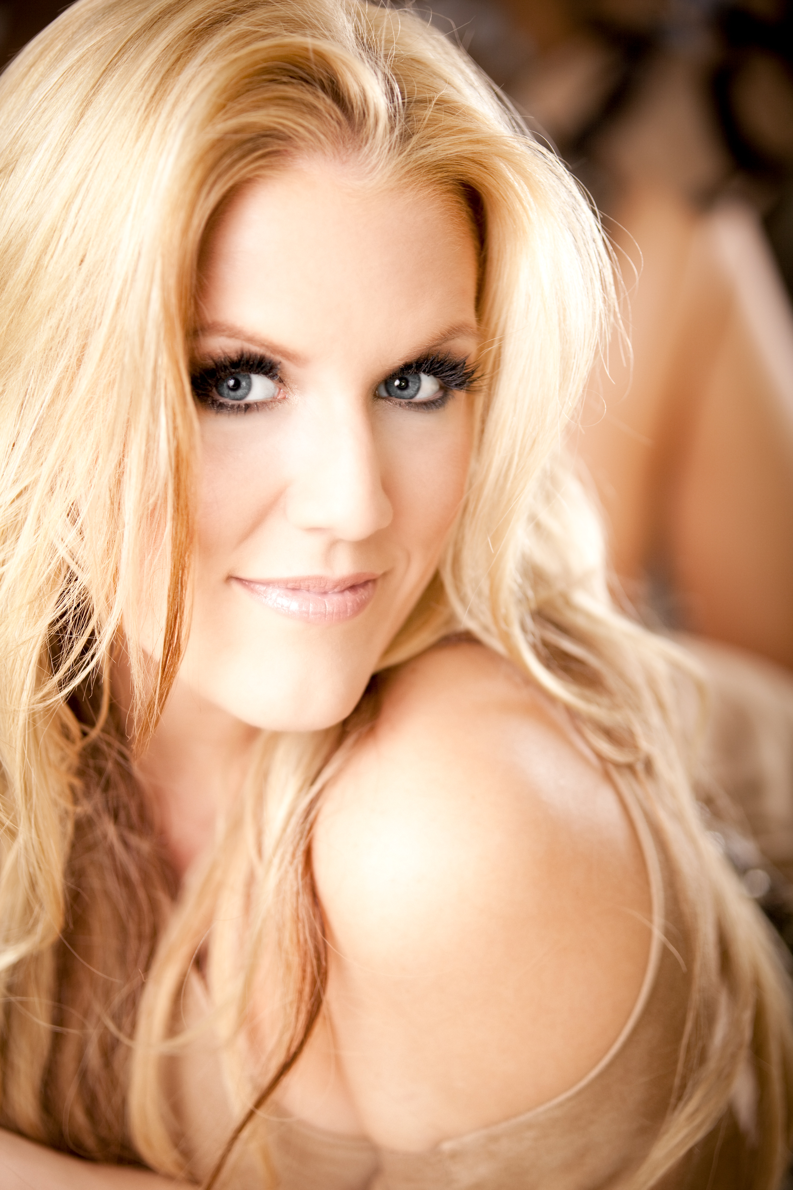The 36-year old daughter of father David Horler and mother(?) Cascada in 2018 photo. Cascada earned a  million dollar salary - leaving the net worth at  million in 2018