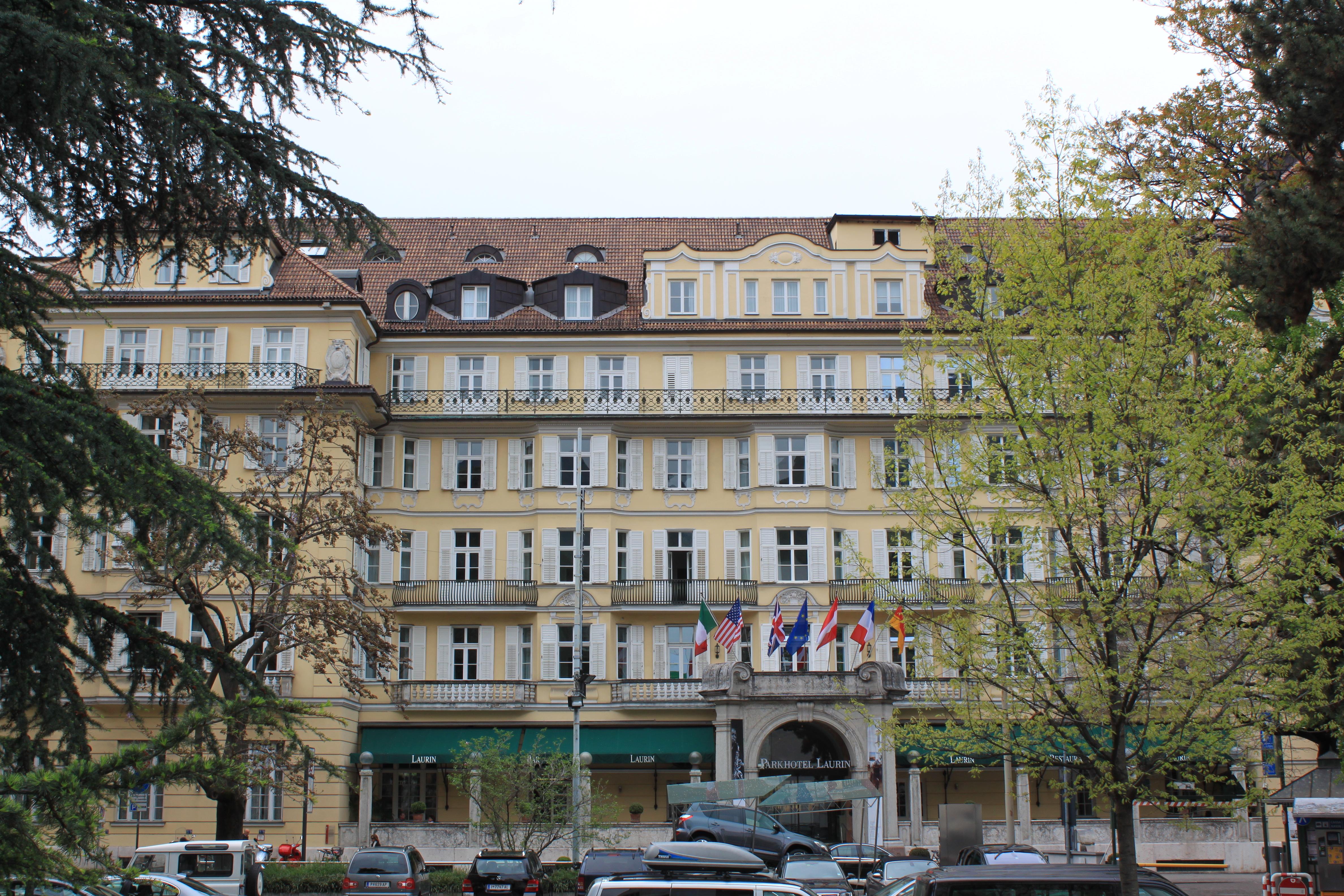 File parkhotel laurin bozen s dtirol jpg wikimedia commons for Bozen boutique hotel