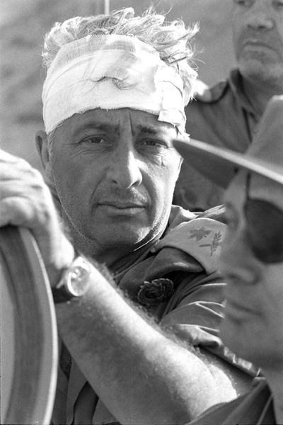 אריאל שרון לאחר פציעתו במלחמת יום הכיפורים