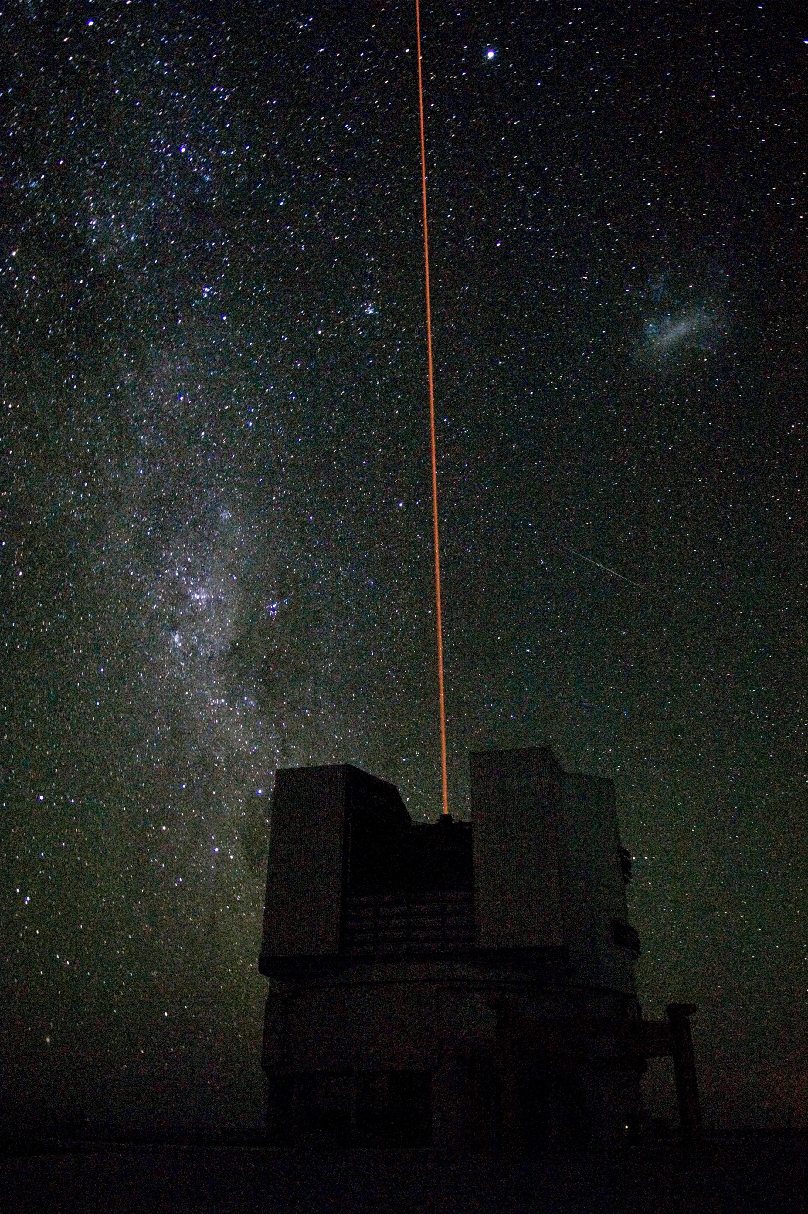 http://upload.wikimedia.org/wikipedia/commons/0/0f/Premiere_etoile_guide_laser_VLT.jpg