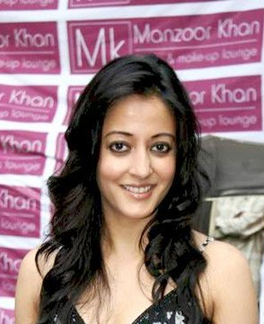 English: Raima Sen at Mansoor Khan's make-up l...