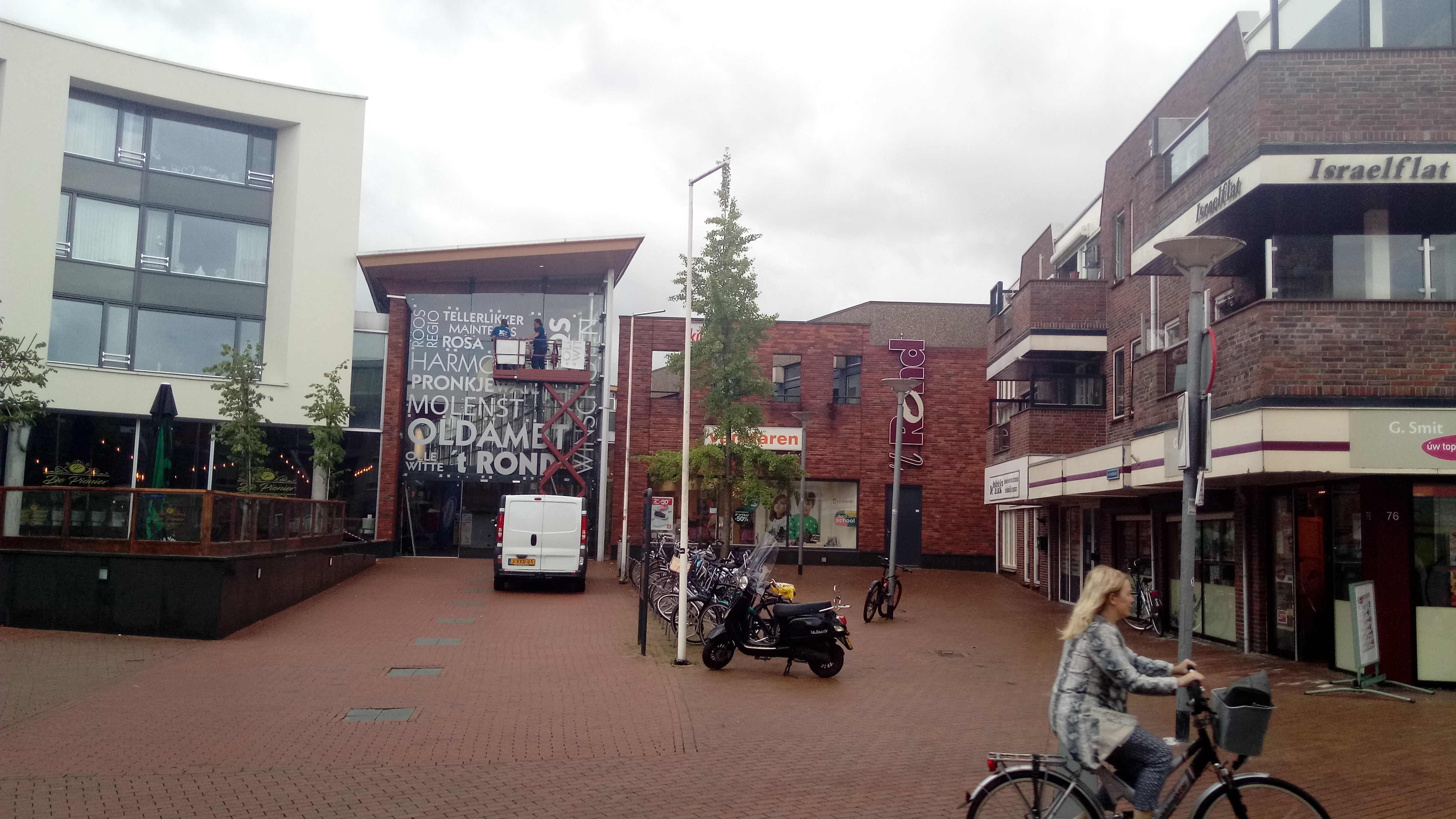 of this work, hereby publish it under the following license: English A renovation of a small local shopping centre, that is located in the Groninger city