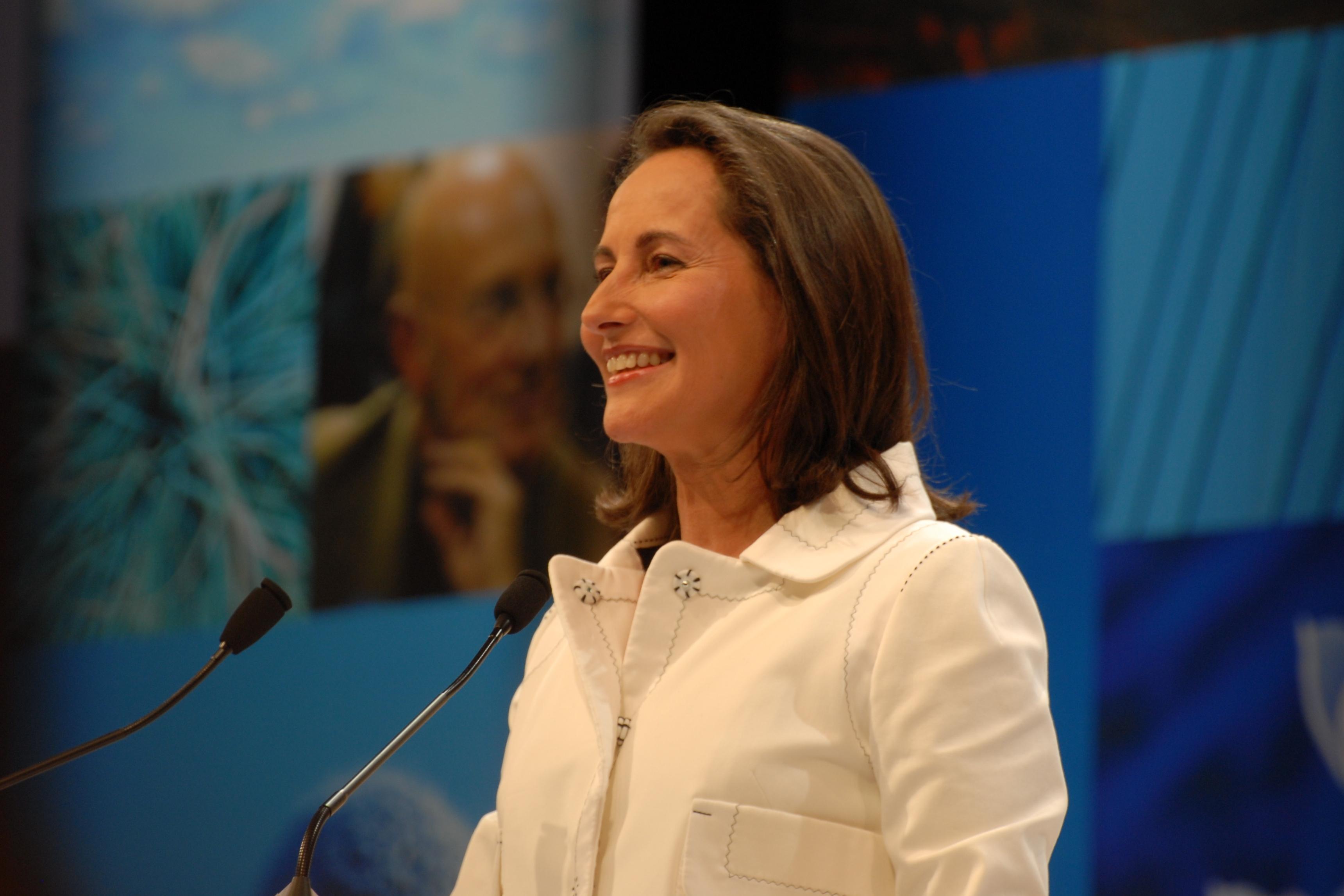 Séoglène Royal présente sa feuille de route pour la transition énergétique