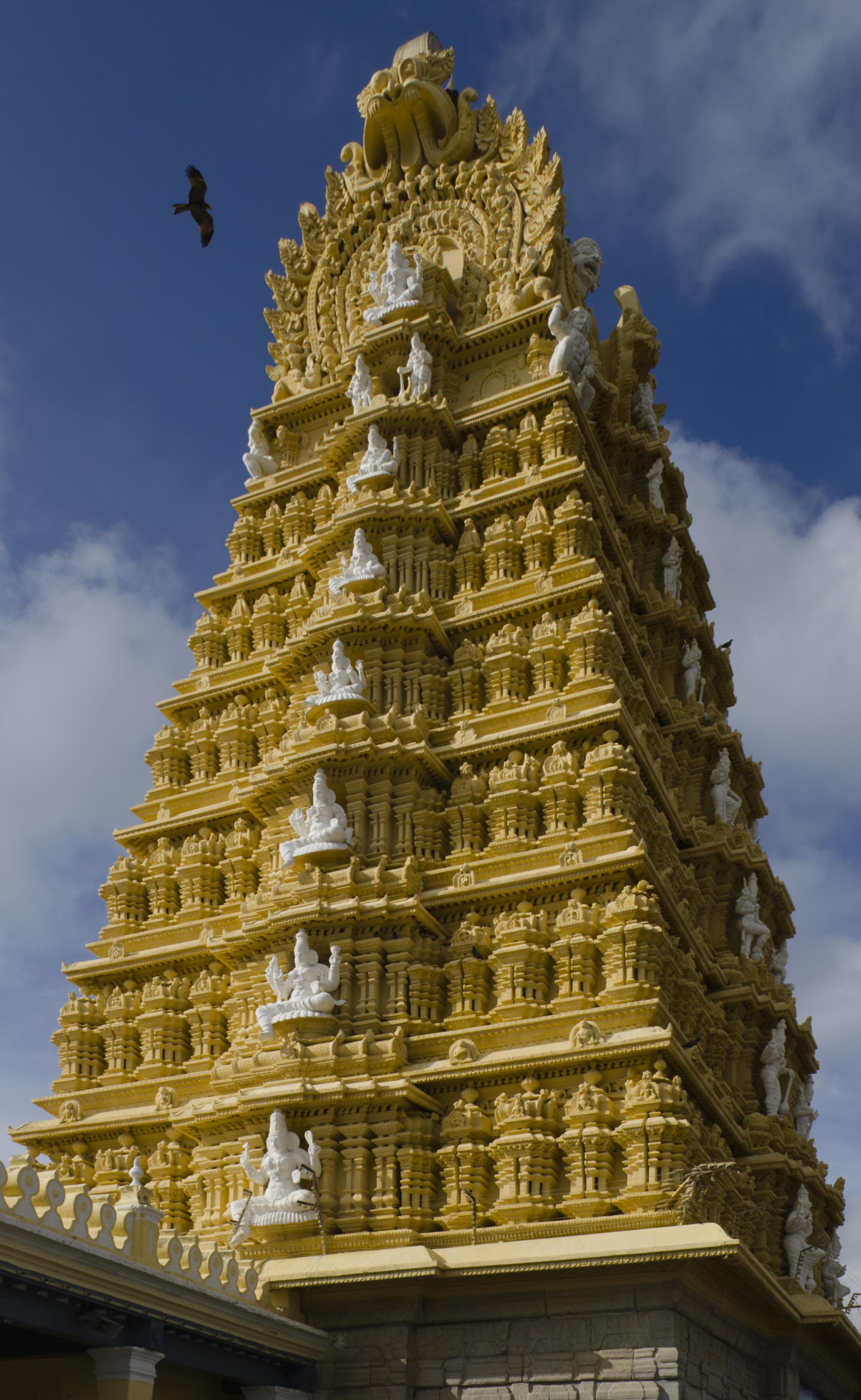 File:Sri Chamundeshwari Temple1.jpg - Wikimedia Commons