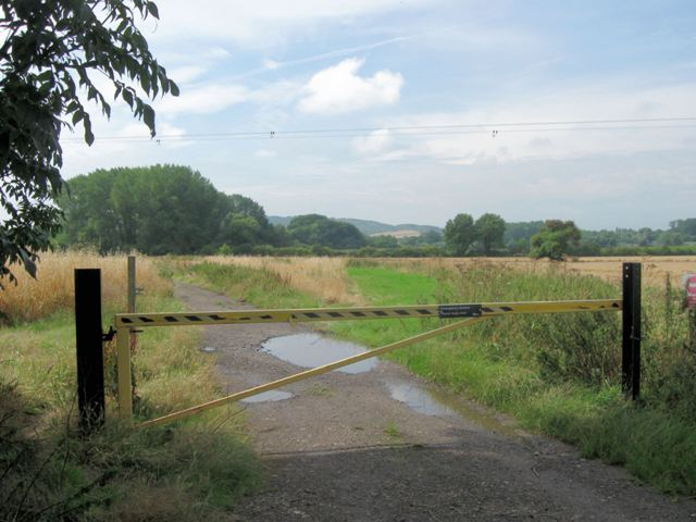 Start of the track to Wilstone Reservoir, near Tring - geograph.org.uk - 1440164