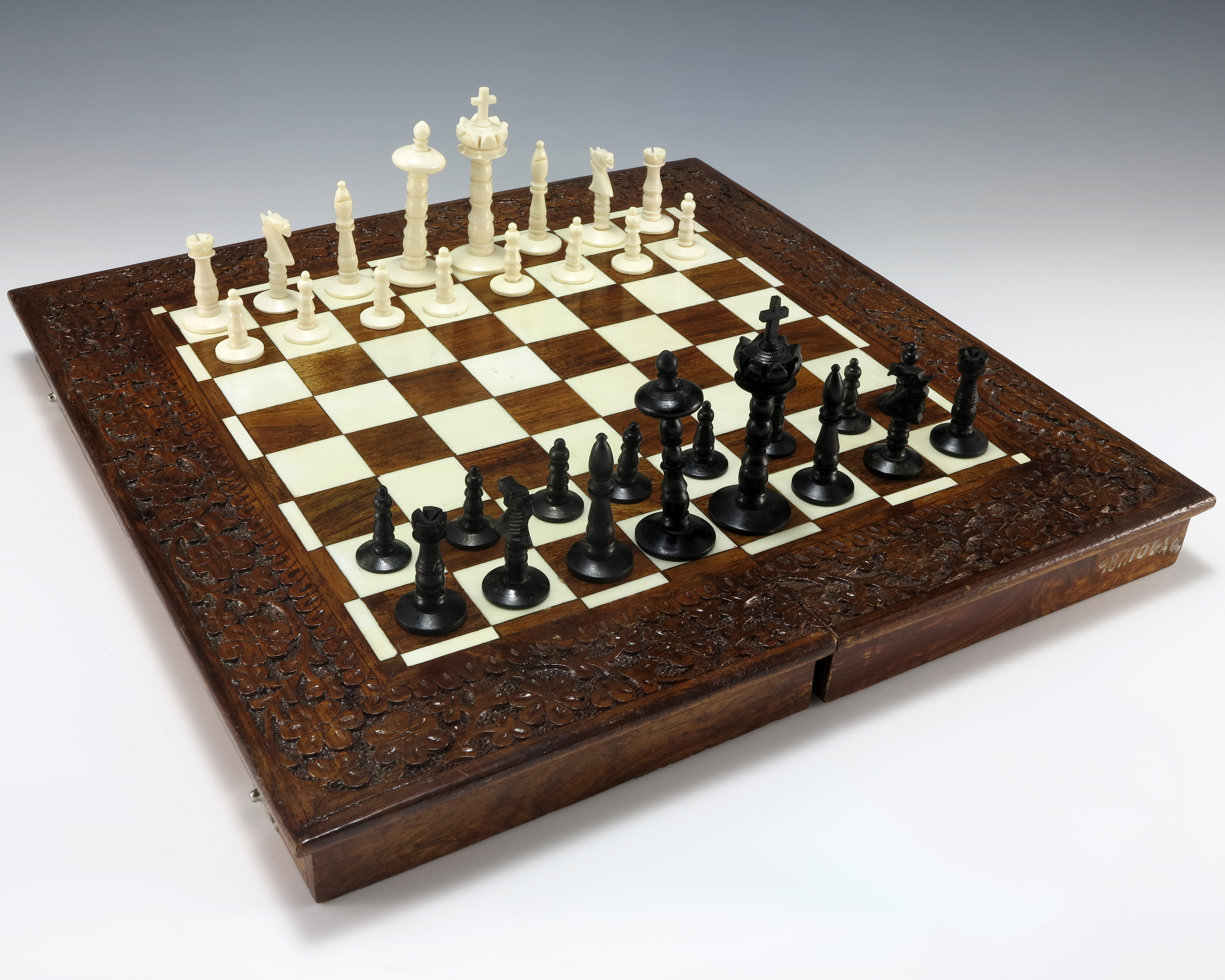 File State Gifts Chess Set Jpg Wikimedia Commons