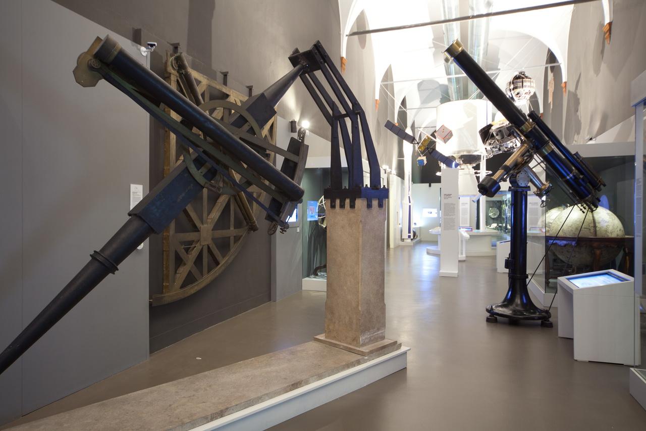 Telescopio rifrattore equatoriale - Museo scienza tecnologia Milano D1011 2015.jpg