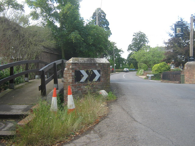 Tonbridge Road and footbridge over River Bourne - geograph.org.uk - 1344593