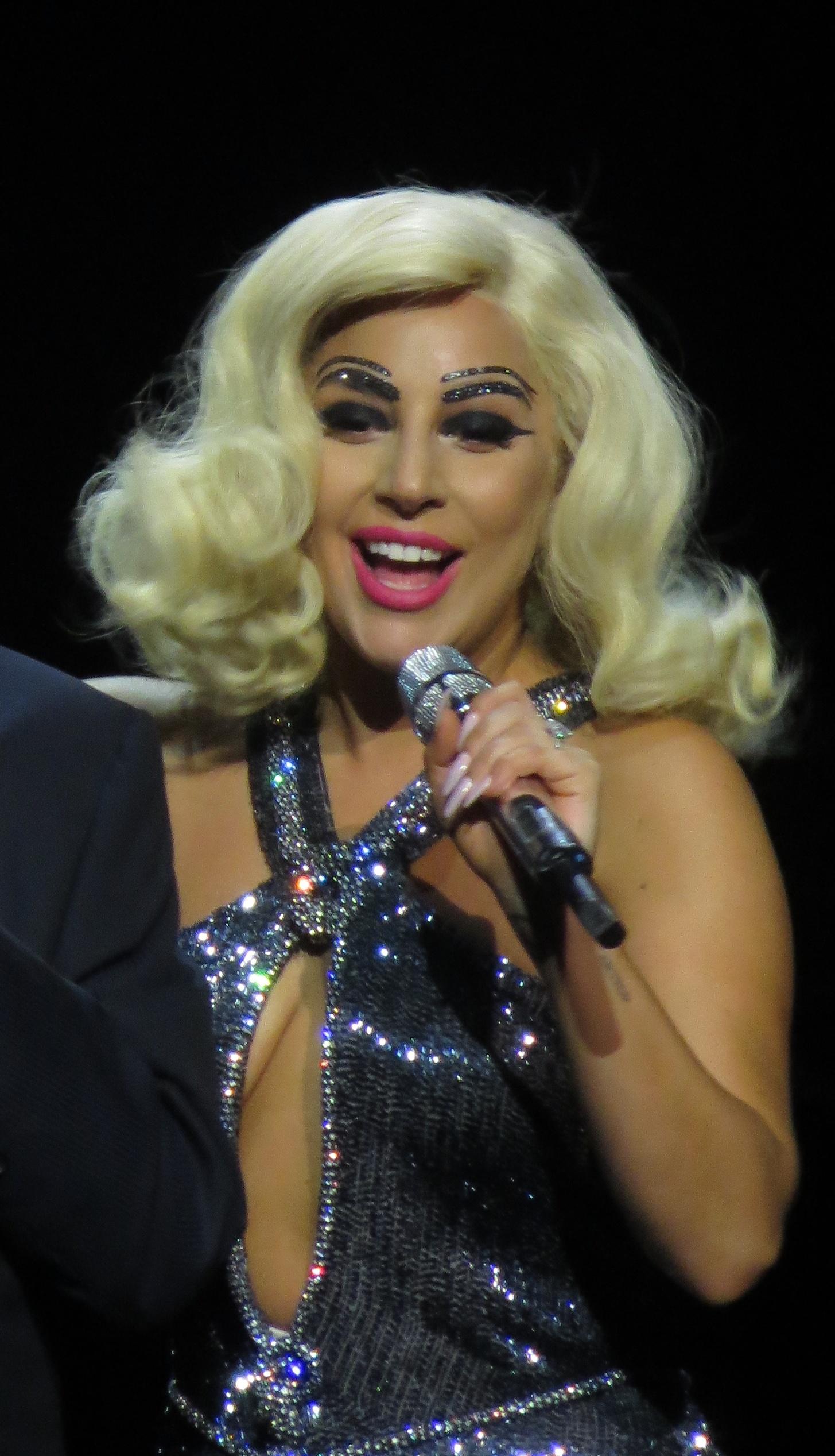 Description Tony Bennett & Lady GaGa, Cheek to Cheek Tour 08 (cropped ... Lady Gaga