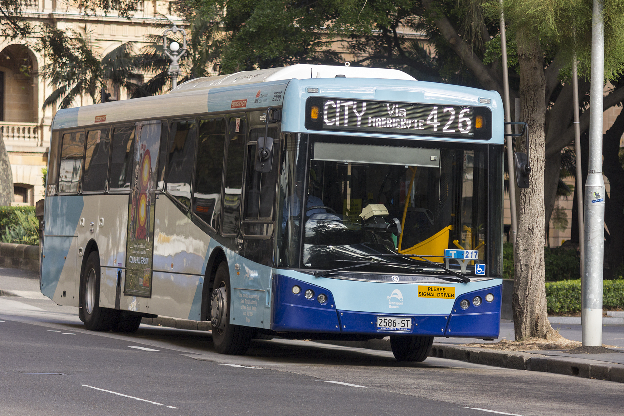 File:Transport NSW liveried (2586 ST), operated by Sydney Buses, Bustech