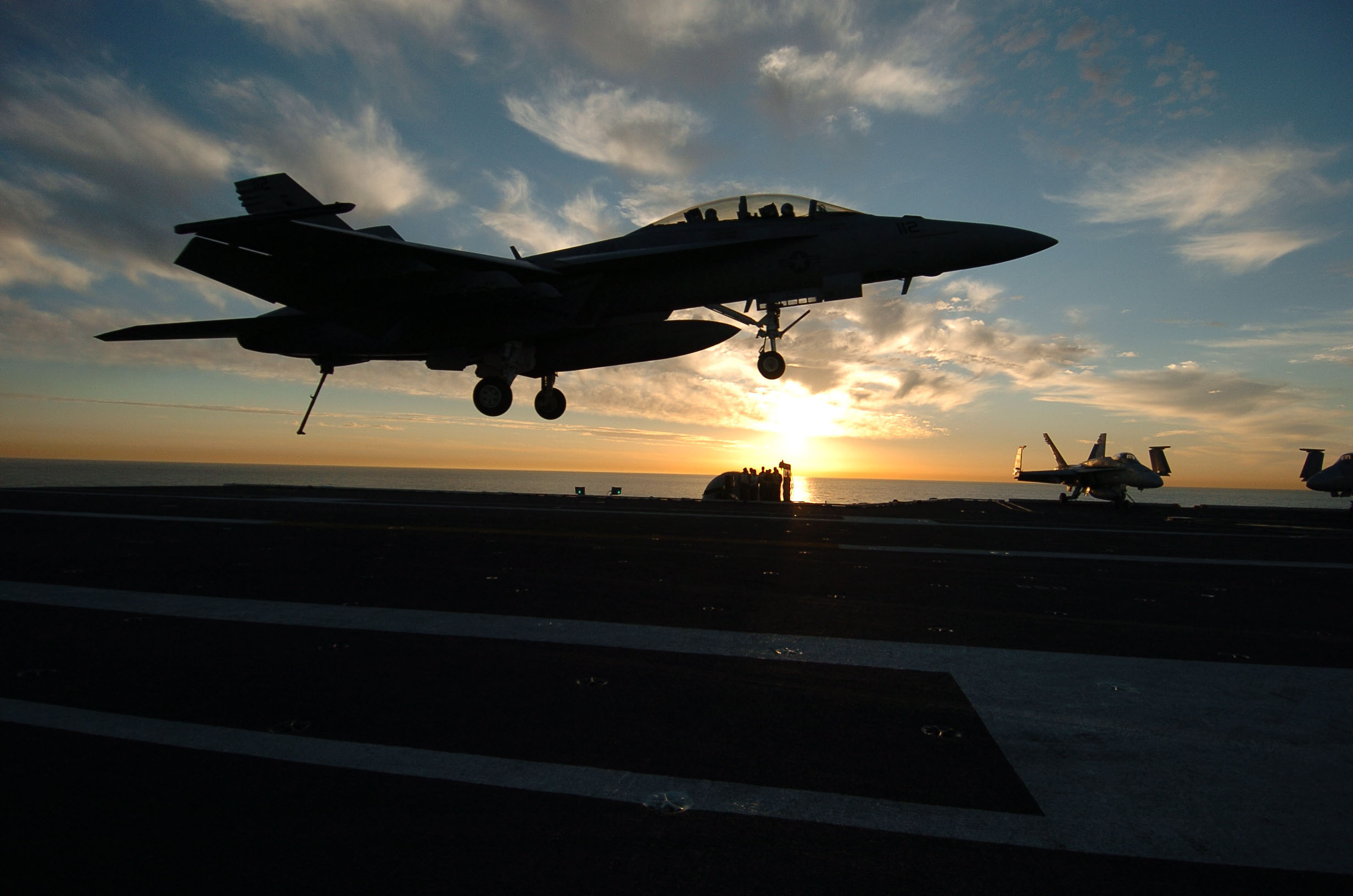File:US Navy 060207-N-7232R-118 An F-A-18F Super Hornet ...