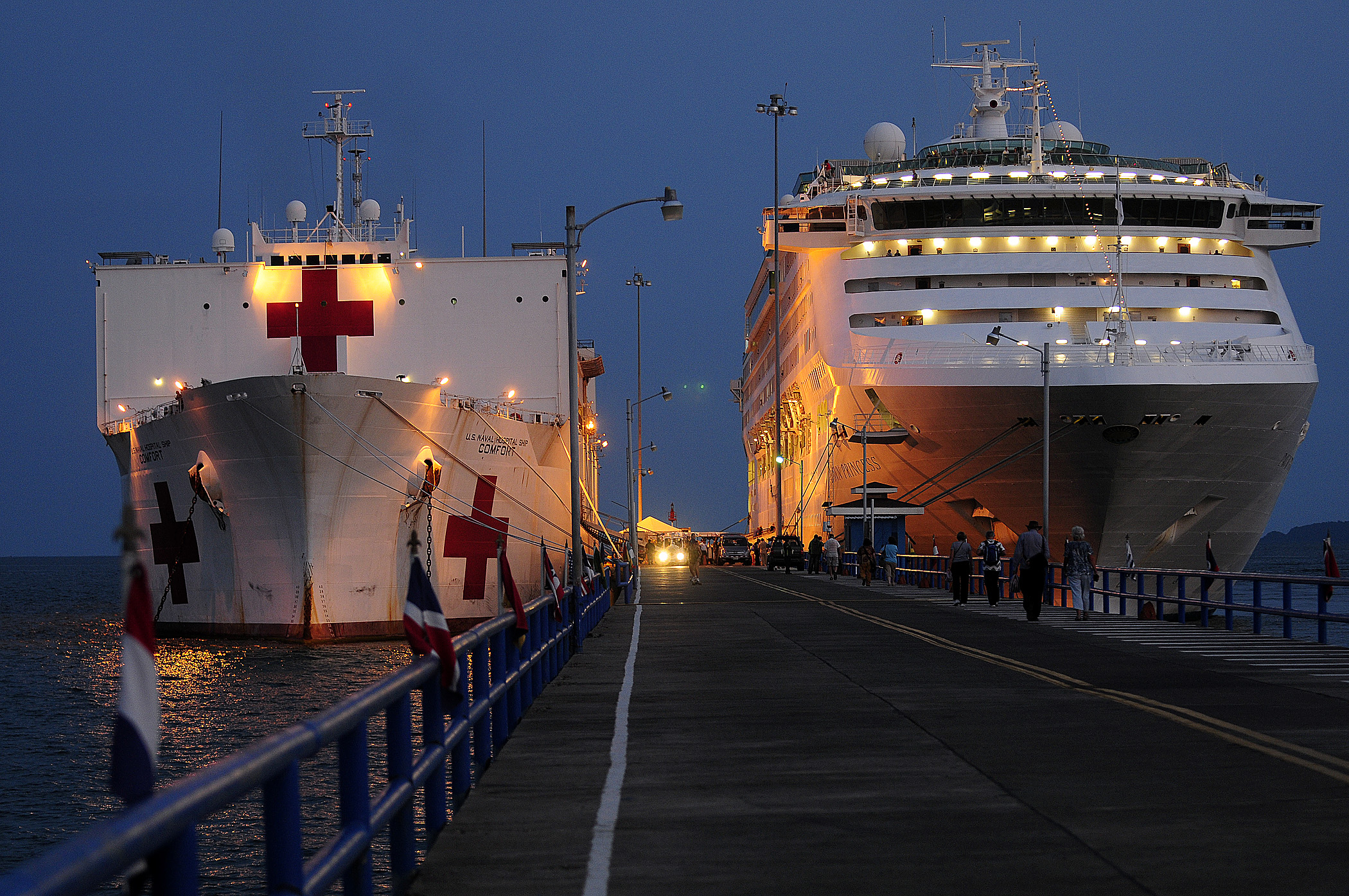 File:US Navy 110808-N-EP471-613 USNS Comfort (T-AH 20) is moored ...