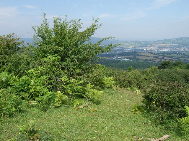 View towards Caerphilly, Rhymney Valley Ridgeway Path - geograph.org.uk - 899569