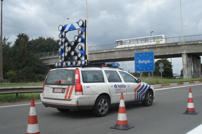 https://upload.wikimedia.org/wikipedia/commons/0/0f/Volvo_V70_Belgische_verkeerspolitie.jpg