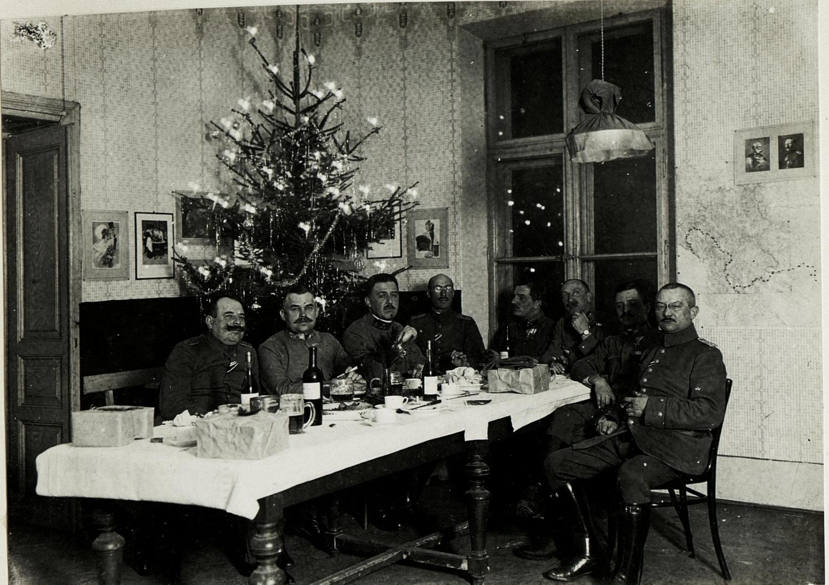 file weihnachten 1915 in der offiziersmesse beim. Black Bedroom Furniture Sets. Home Design Ideas