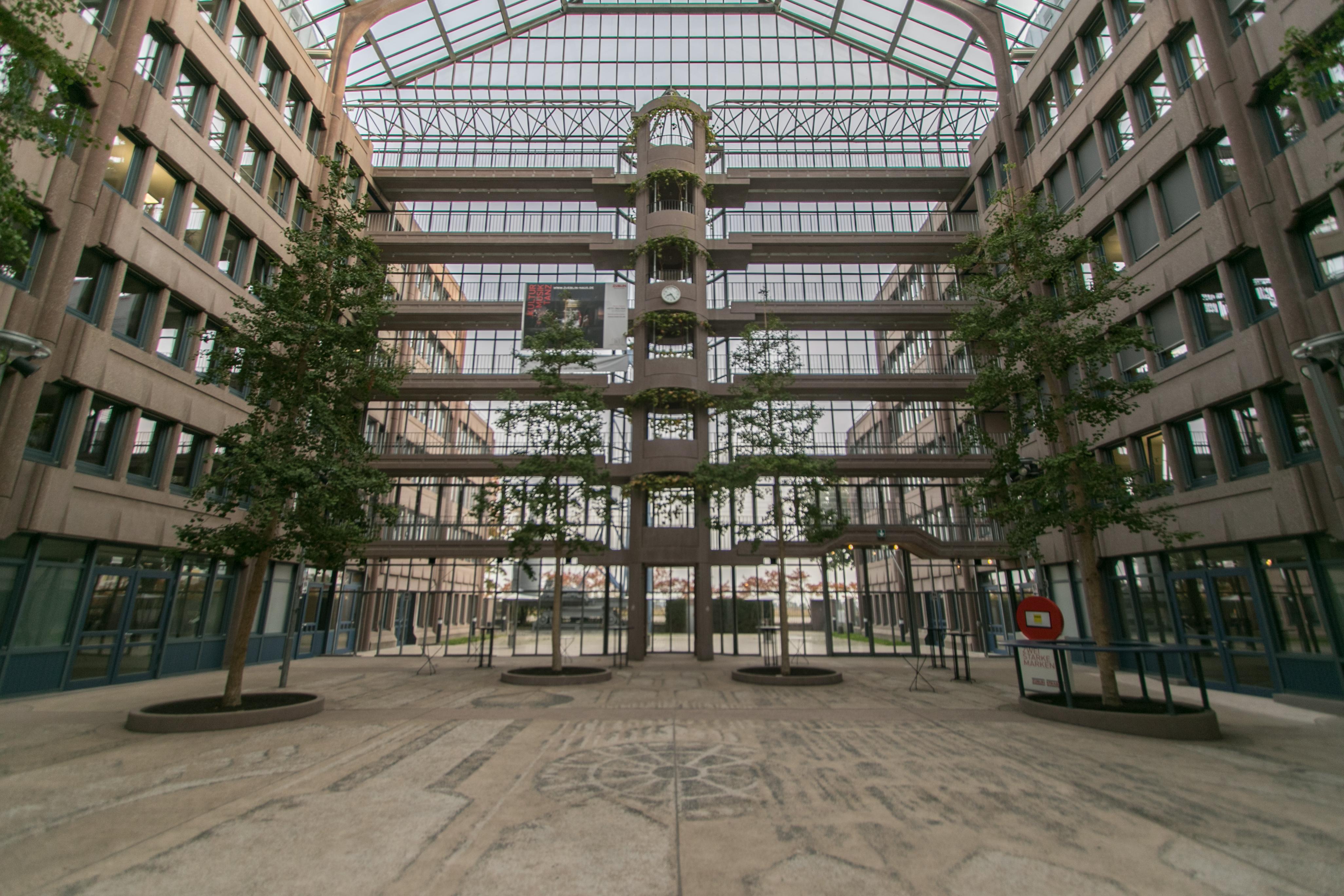 File:Züblin-Haus, Stuttgart 002.jpg - Wikimedia Commons