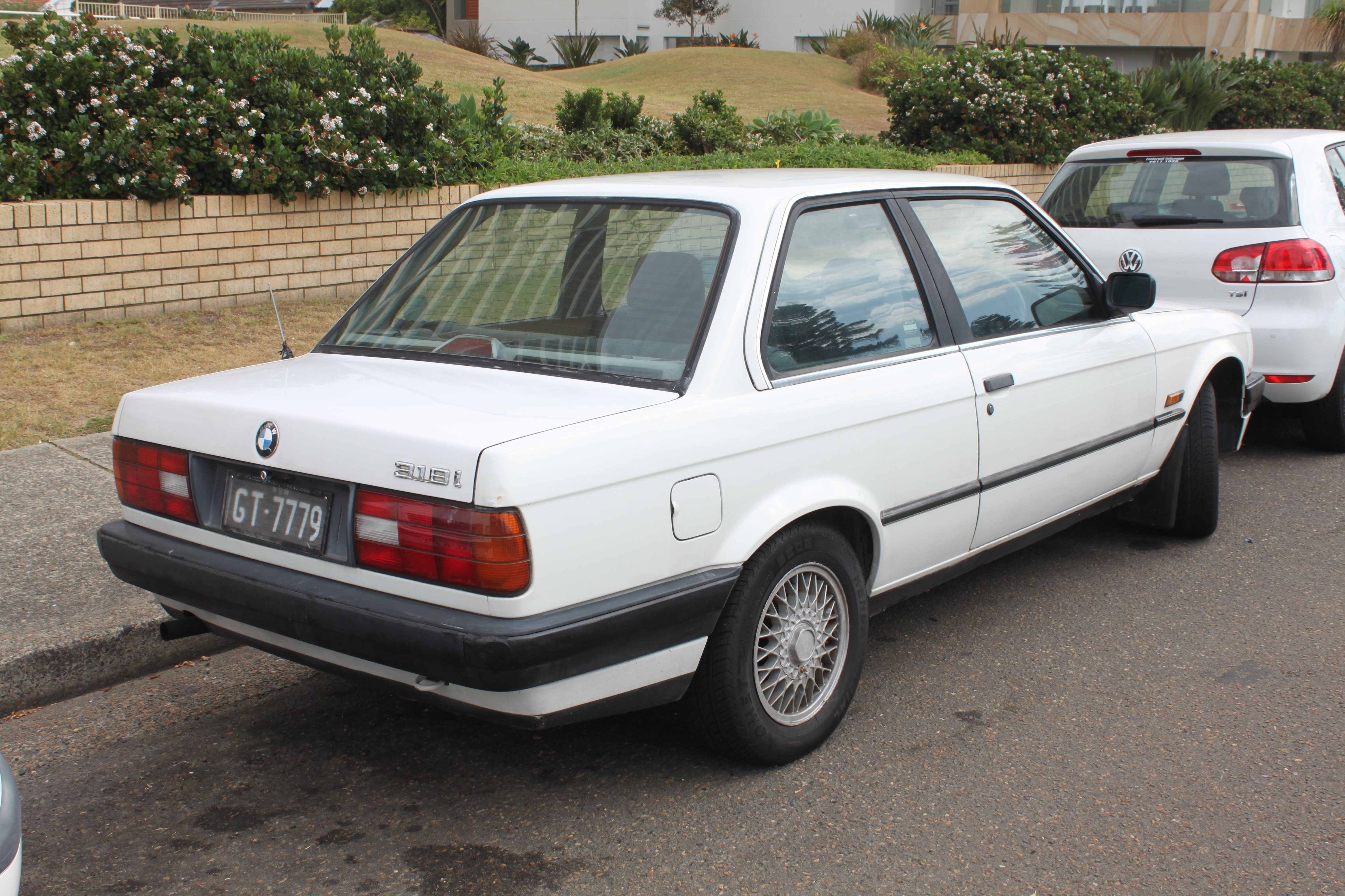 File BMW I E Door Sedan Jpg - Bmw 318i 2 door