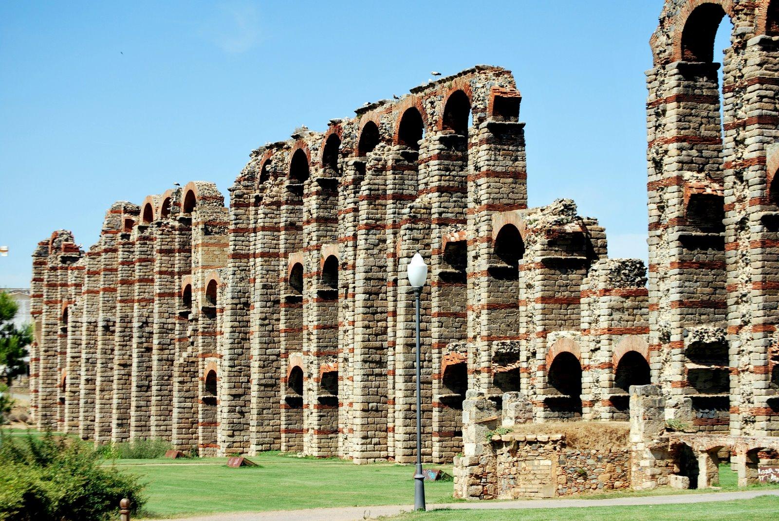 File:Acueducto de los Milagros, Mérida, España - 20090609.jpg - Wikimedia Com...