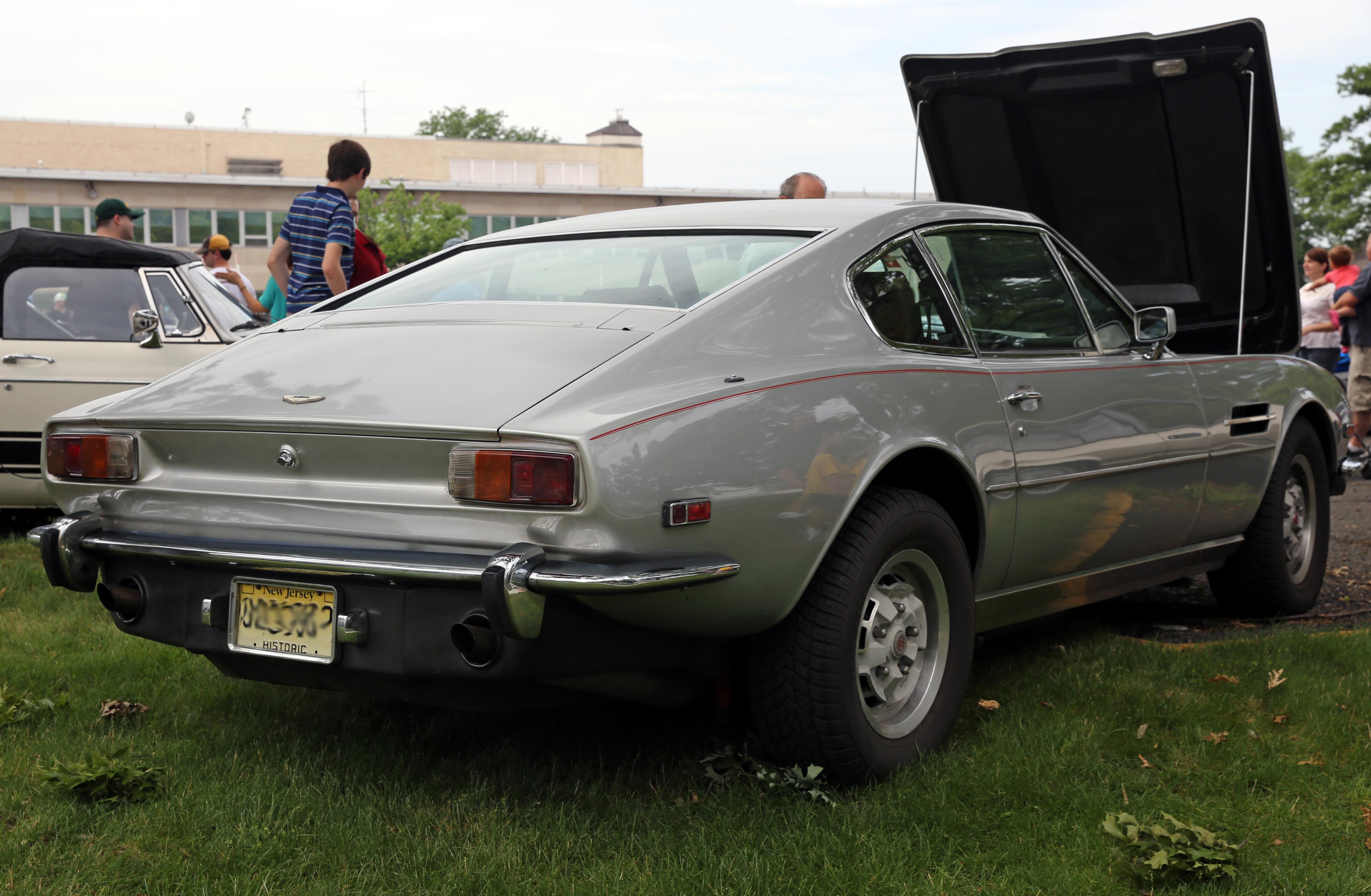 File Aston Martin V8 Coupe Series 3 Us Spec Jpg Wikimedia Commons