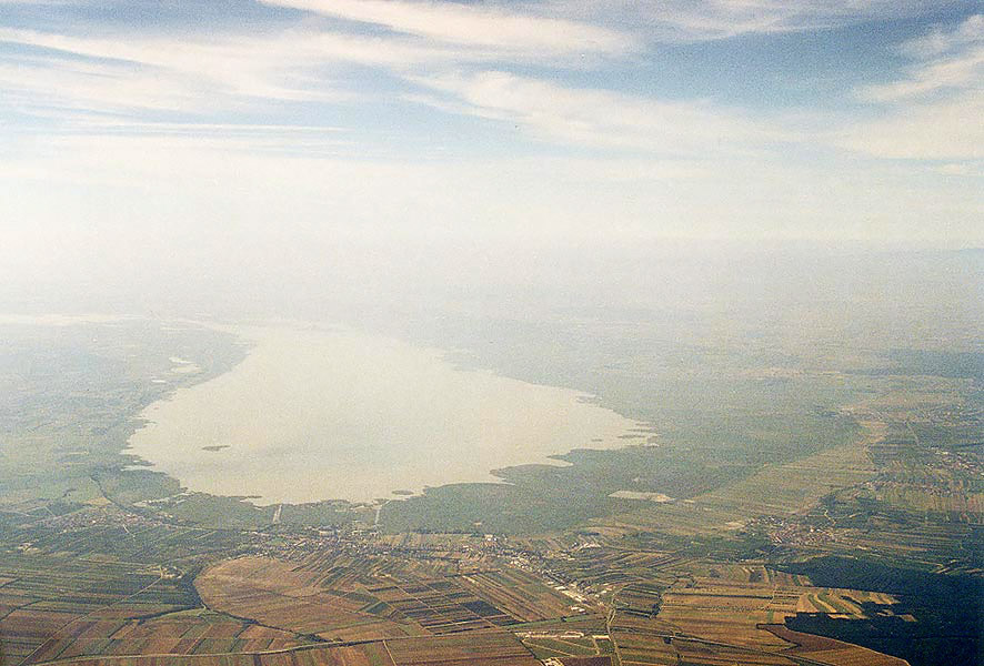Neusiedlersee österreich  File:Austria Neusiedlersee flyby.jpg - Wikimedia Commons