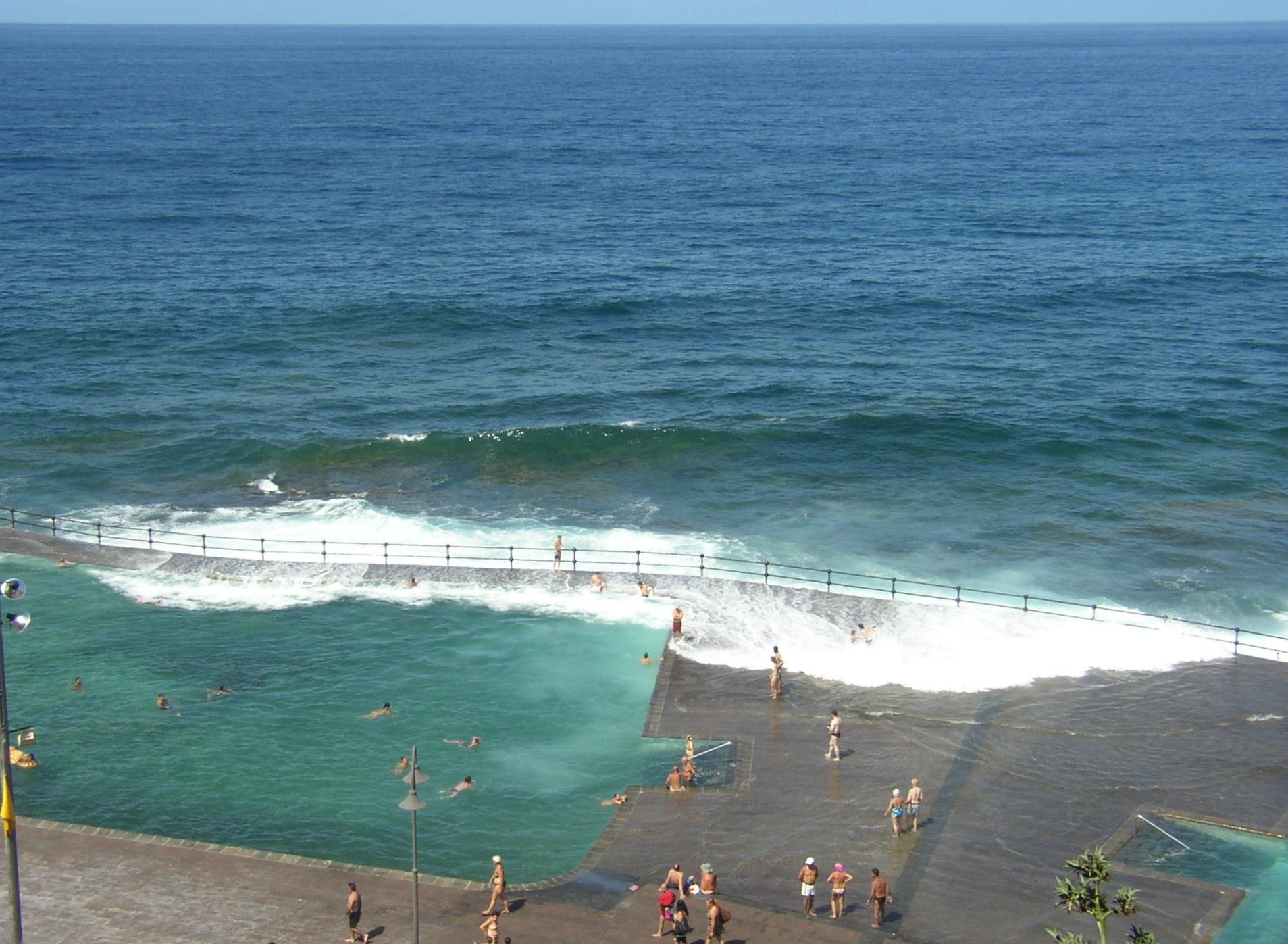 File bajamar 2009 piscina for Piscina la ballena tenerife