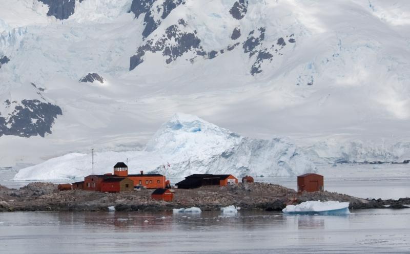 File:Base chilienne Gonzalez Videla en antarctique - González Videla Antarctic Base.jpg