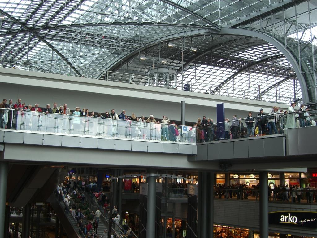 http://upload.wikimedia.org/wikipedia/commons/1/10/Berlin_Central_Station_Shopping_Floors.JPG