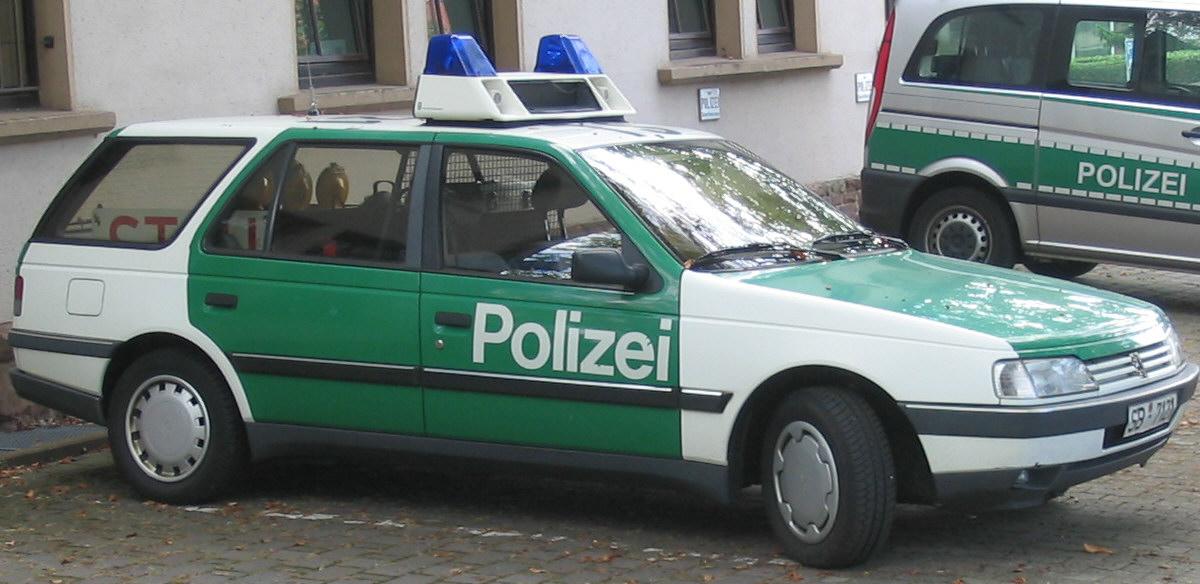 Bild-Polizeifahrzeug_Peugeot_405_Break_S