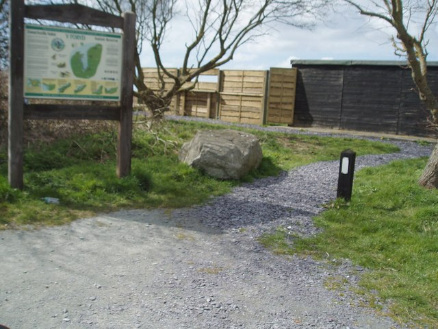 Bird Watching Hide at south east end of Foryd Bay - geograph.org.uk - 150658