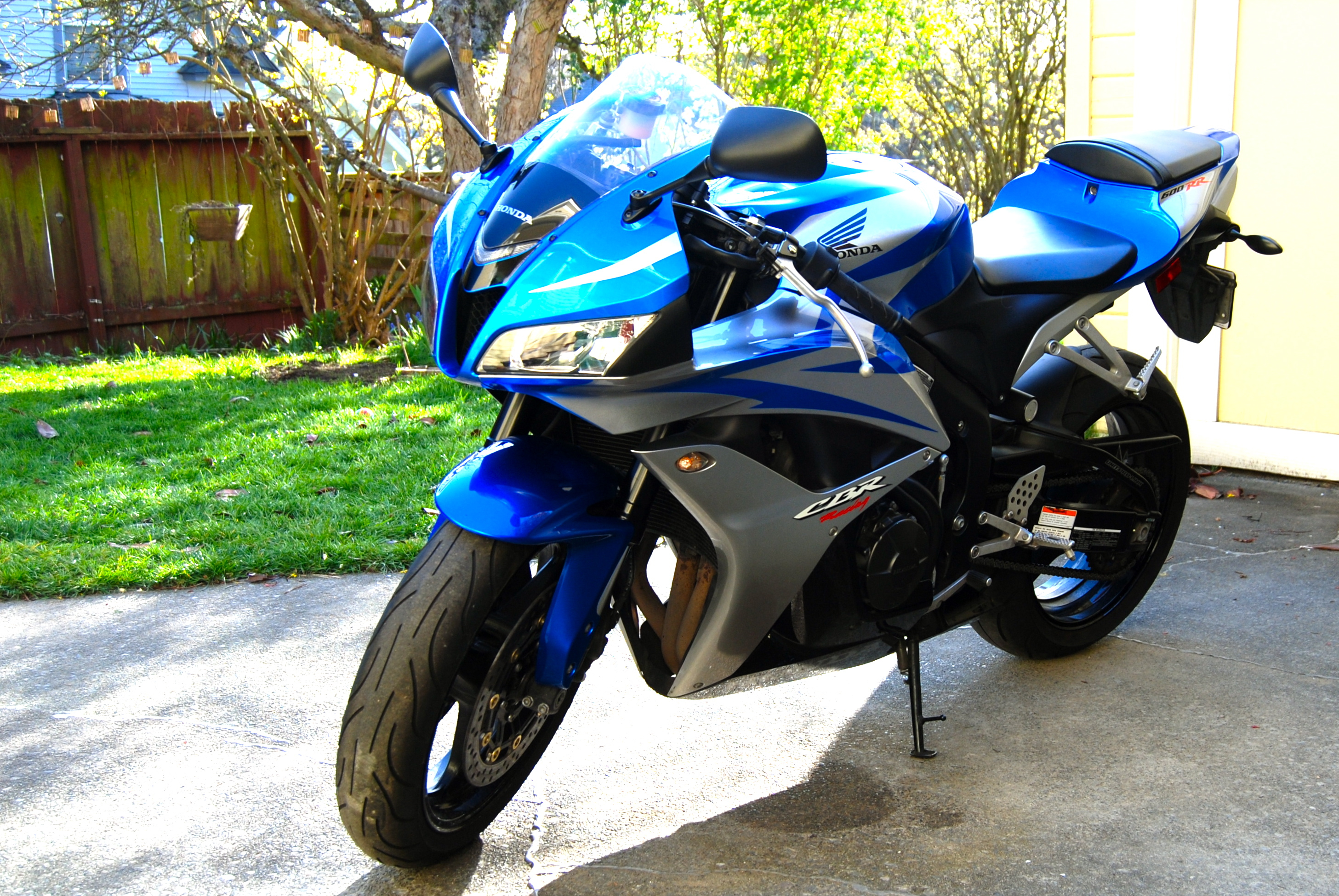 Ordinaire File:Blue 2007 Honda CBR600RR Left Front
