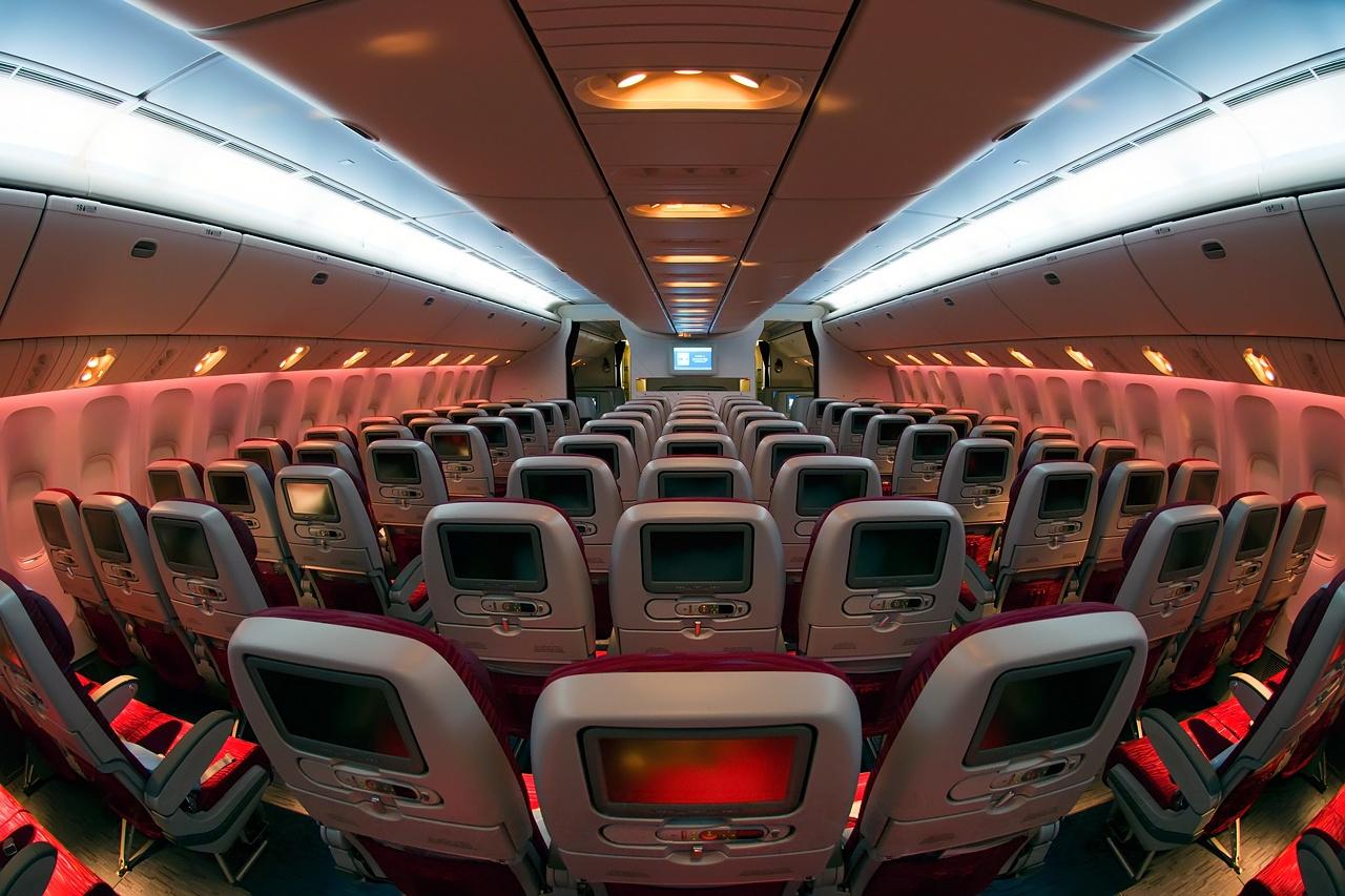 File boeing 777 2dz lr qatar airways for Interieur qatar airways