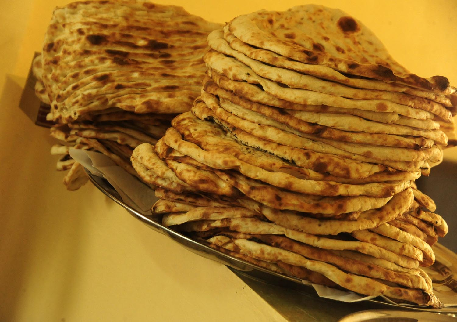 File bread of afghanistan in wikimedia commons for Afghanistan cuisine