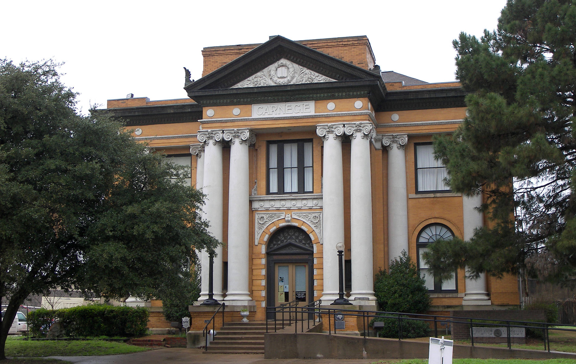 Cleburne (TX) United States  City pictures : Carnegie library cleburne 2010 Wikimedia Commons