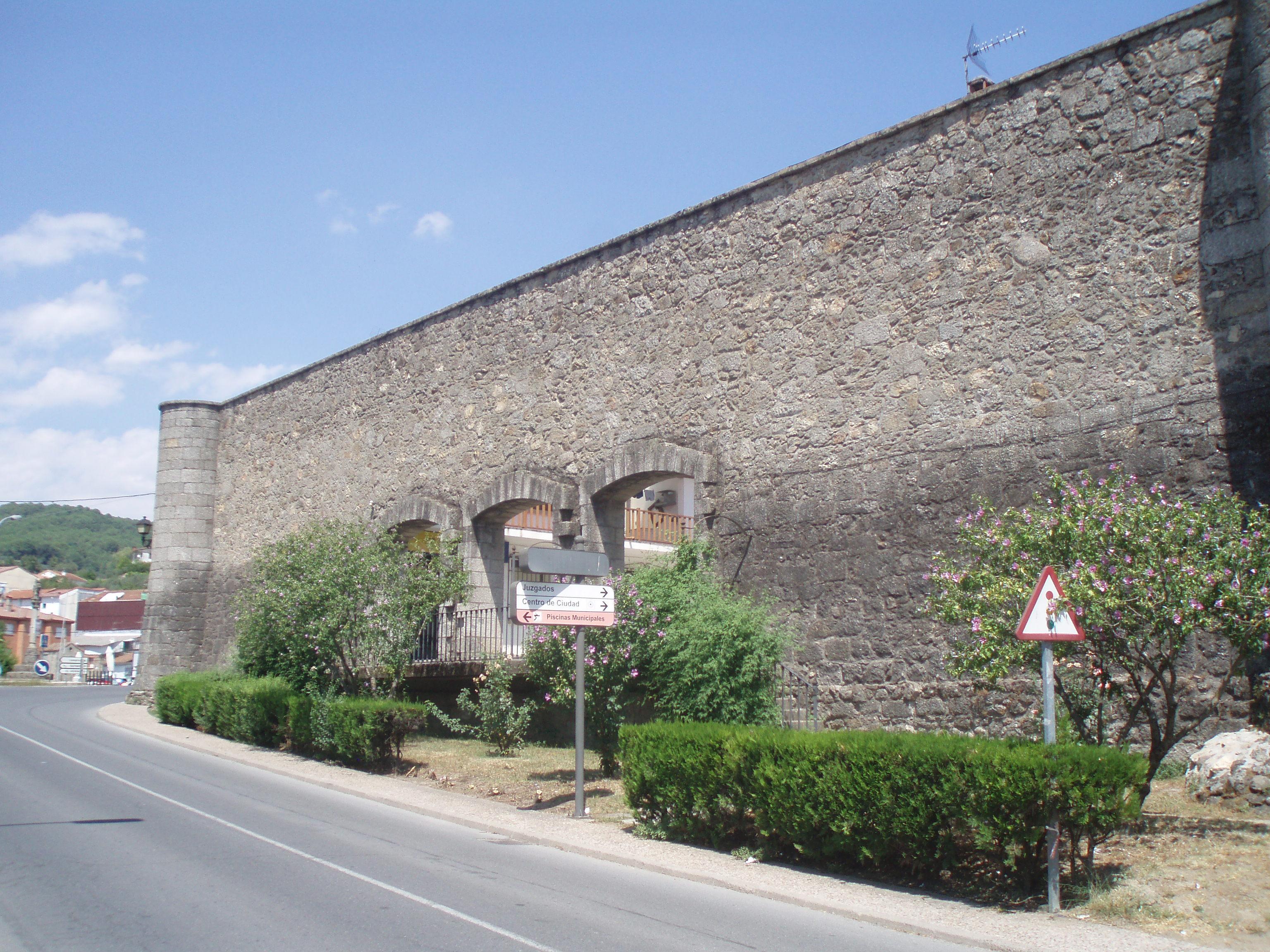 File:Casa de los Picos (Arenas de San Pedro).jpg ...