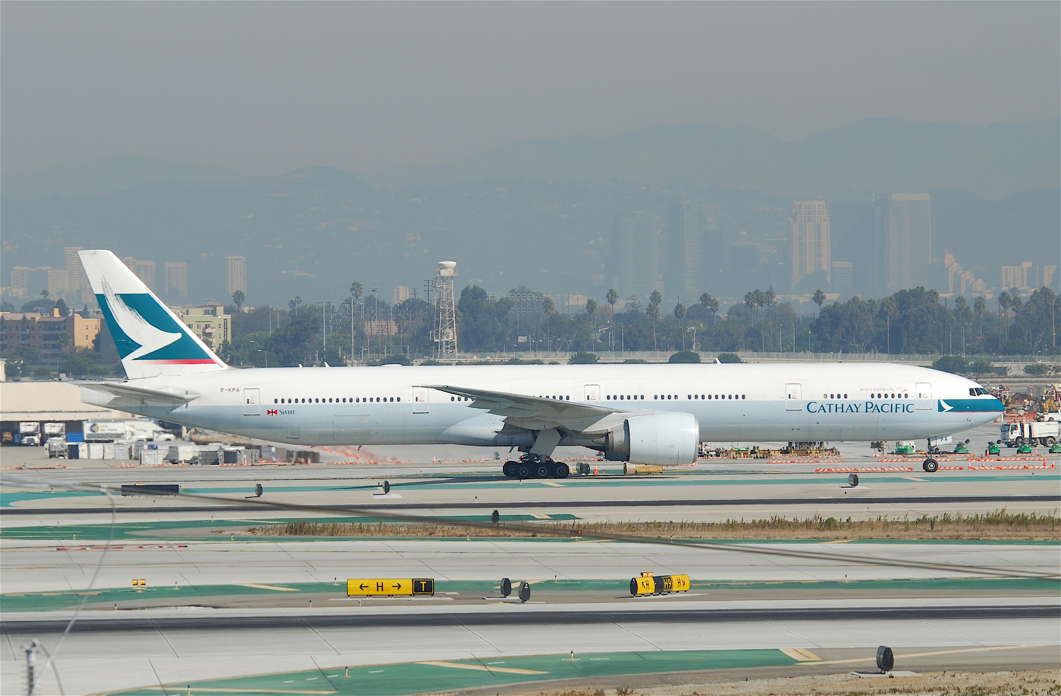 File Cathay Pacific Boeing 777 300er B Kpa Lax 10 10 2011