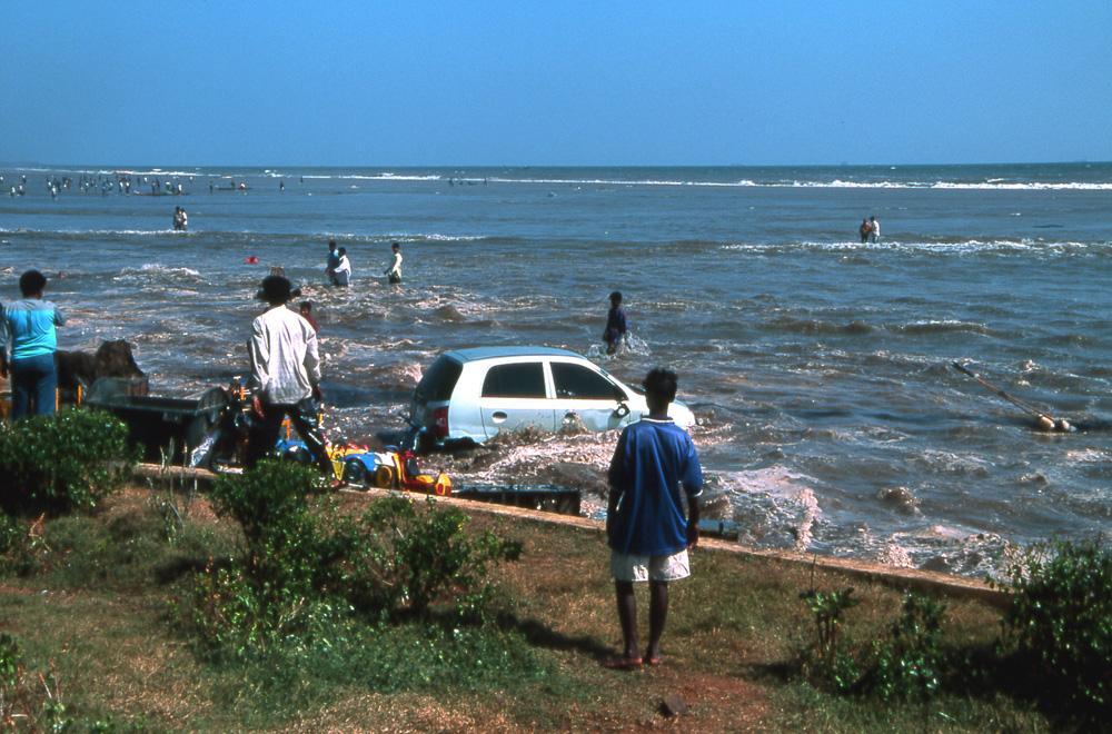 File:Chennai tsunami2.jpg - Wikimedia Commons
