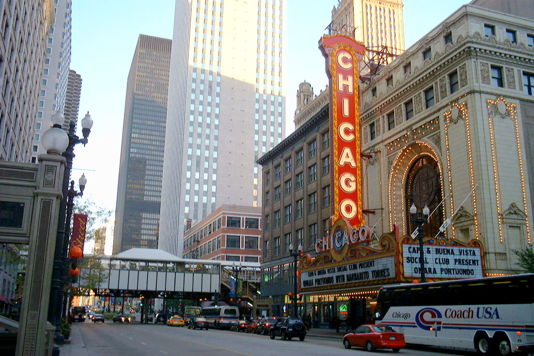 File Chicago Theater Jpg Wikimedia Commons