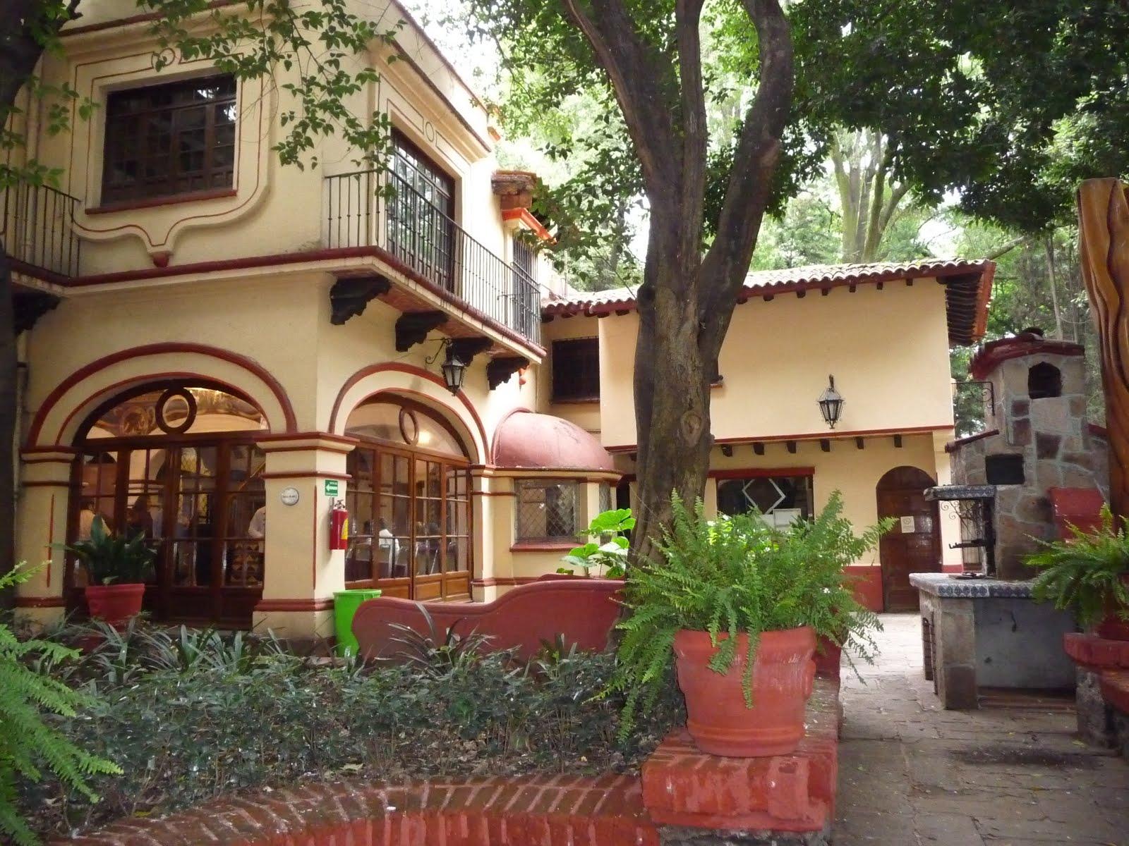 File coyoacan comunicaciones jpg wikimedia commons for Casas rusticas con jardin
