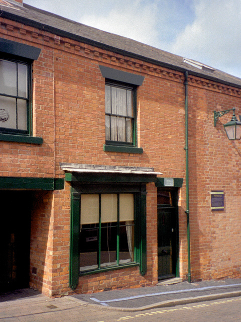 http://upload.wikimedia.org/wikipedia/commons/1/10/DH_Lawrence_birthplace_-_geograph-919571.jpg