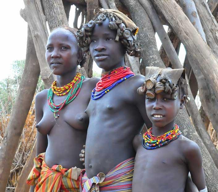 Girls tribes naked — photo 7